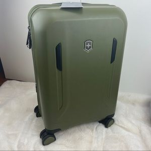 """Victorinox 21"""" Expandable Carry On Spinner Luggage"""